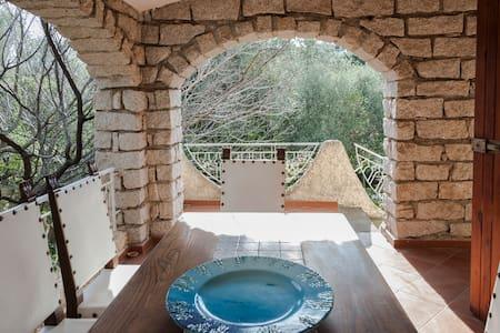 Villa con giardino a 800 m dal mare - Pittulongu