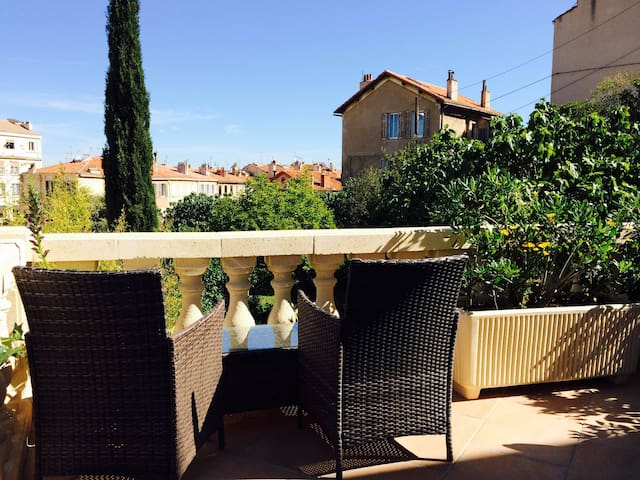 The charm of a country house in the heart of city - Marseille - Leilighet