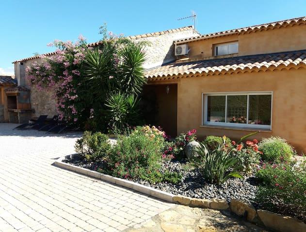 Villa provençale de charme au cœur de St Cyr s/mer