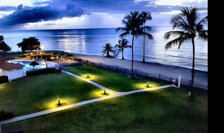 Vibras Penthouse. Beachfront Cabo Rojo.