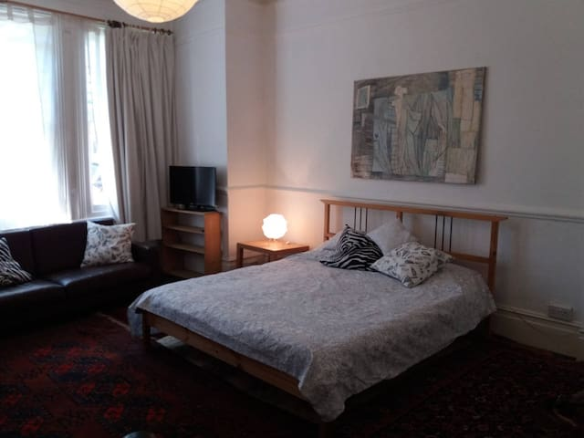 Lovely and stylish double room In Chiswick