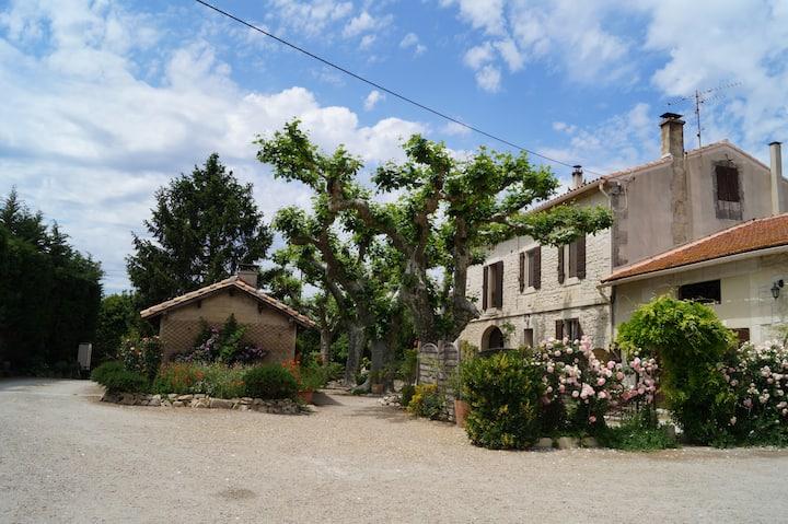 Gîte à la ferme dans un mas Provençal