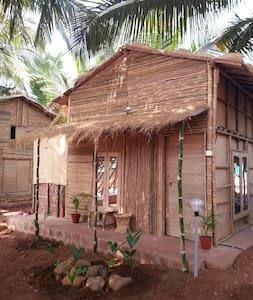 2 OmGravity EcoResort Bamboo Villa - カナコナ