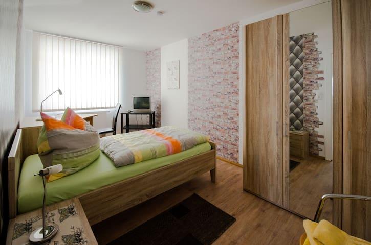Zimmer in zentral gelegener 4erWG in Hameln (Nr.3)