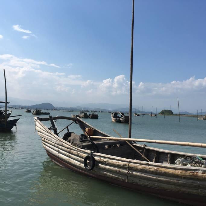 木船旧旧的,很好看。