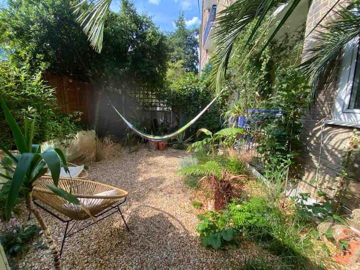 Tropical garden retreat in canal side Kings Cross