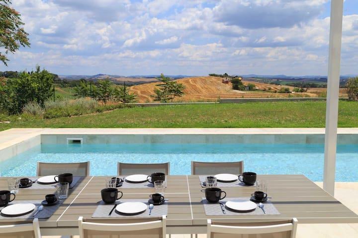 Villa with pool, A/C in BDR, views near Siena