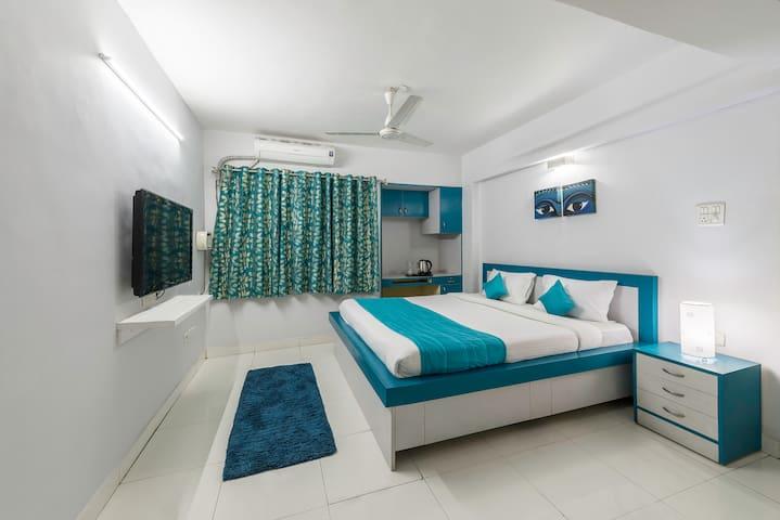 Private room in city centre