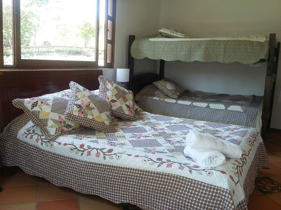 Habitaci n familiar m ltiple casas en alquiler en villa for Habitacion familiar en alquiler