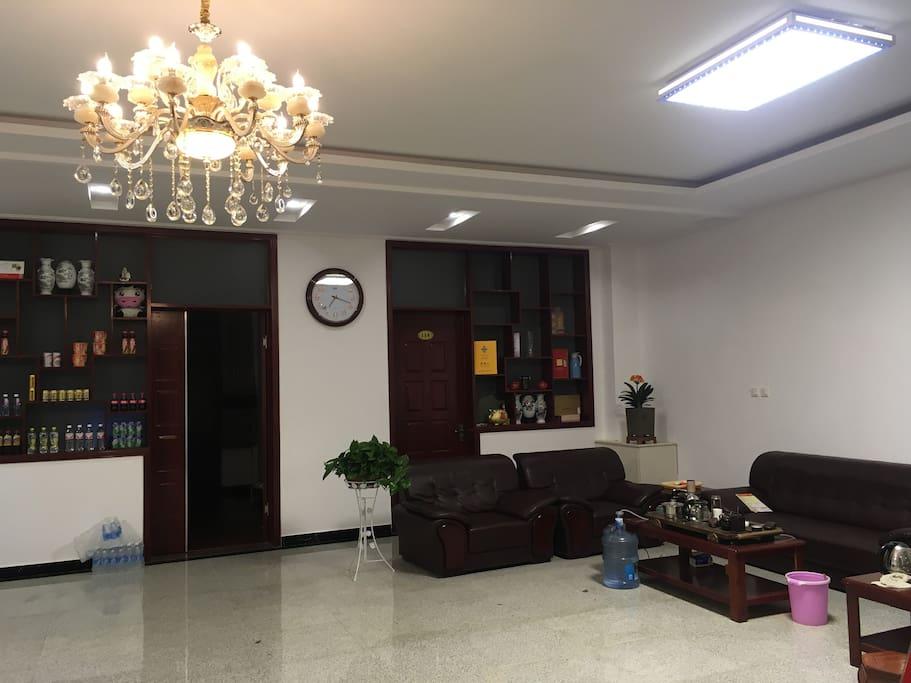 一楼大厅可容纳十多人同时品茶