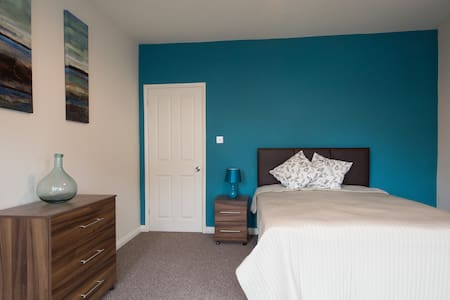 Large Beautiful Double Room Close to the Beach