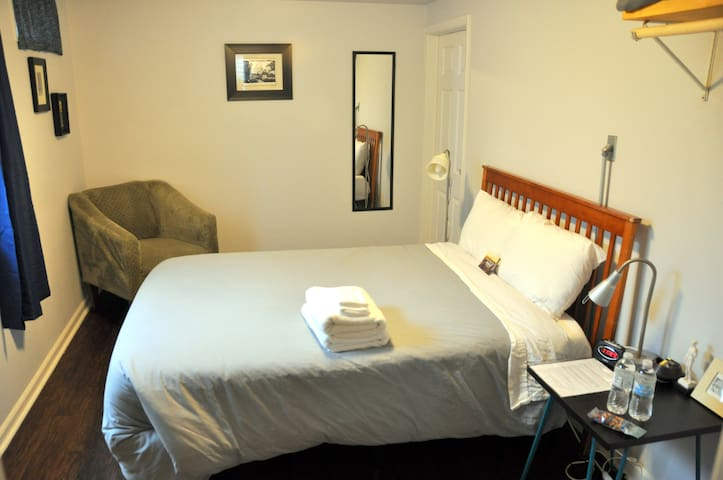 Clean/Organic/Central Location **Long Stay**F
