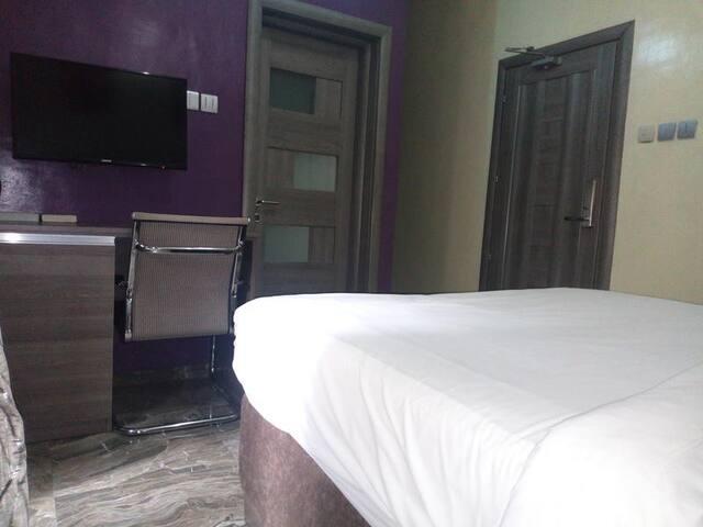 House 46 Suites - Classic Comfort