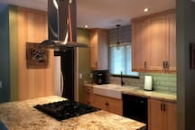 Farmhouse Sink and soft close cabinet doors and drawers