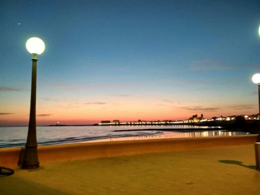vistas del atardecer desde el mirador de la playa santa María del Mar