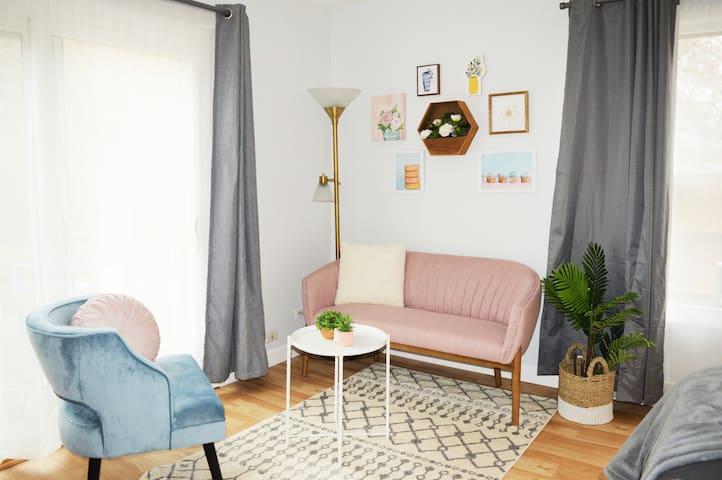 Fully Private, Modern Studio Apartment!