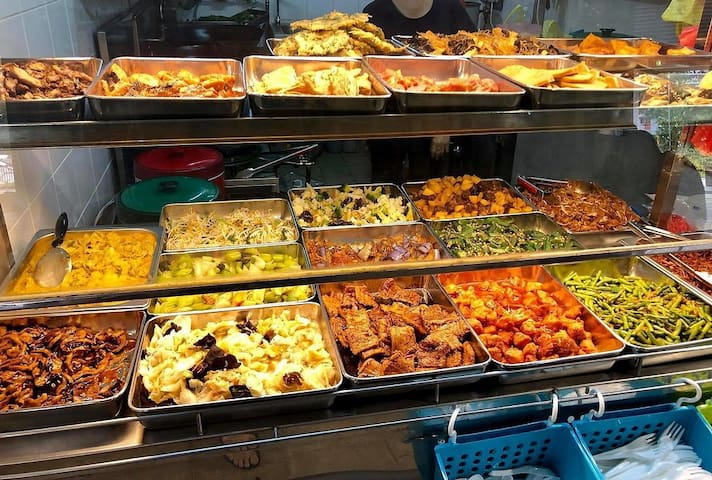 Near MRT/subway & food Clean quiet windy cozy neat