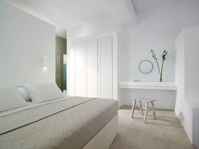 Beachfront Deluxe suite with private beach area
