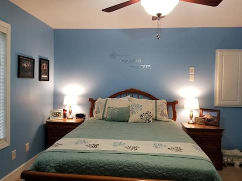 Nice Queen bed near Ocoee Whitewater & Mountains 1