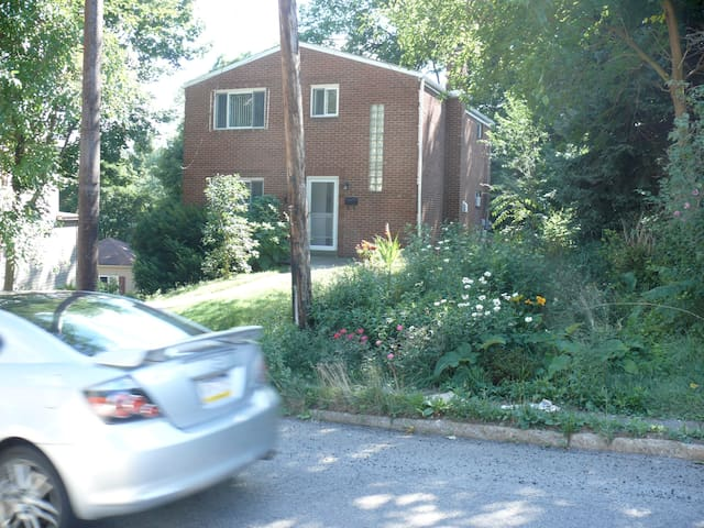 Convenient and Quiet 2BR Apartment - Pittsburgh - Apartamento