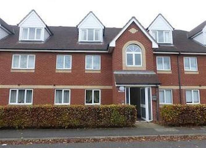 Lovely Modern 2 Bed Apartment Nr City Centre - Peterborough - Lägenhet