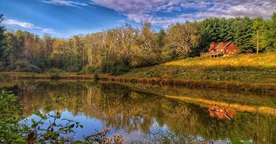 Open Season-Peace & quiet w/stocked pond & Hot Tub
