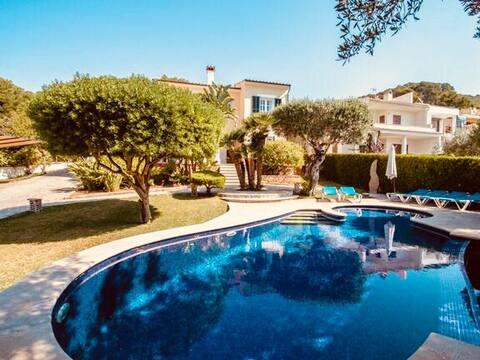 Amplia casa amb vistes al mar i a la bellesa de la natura