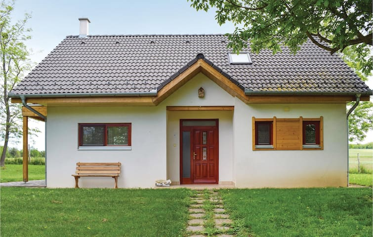 Holiday cottage with 2 bedrooms on 75m² in Szólád