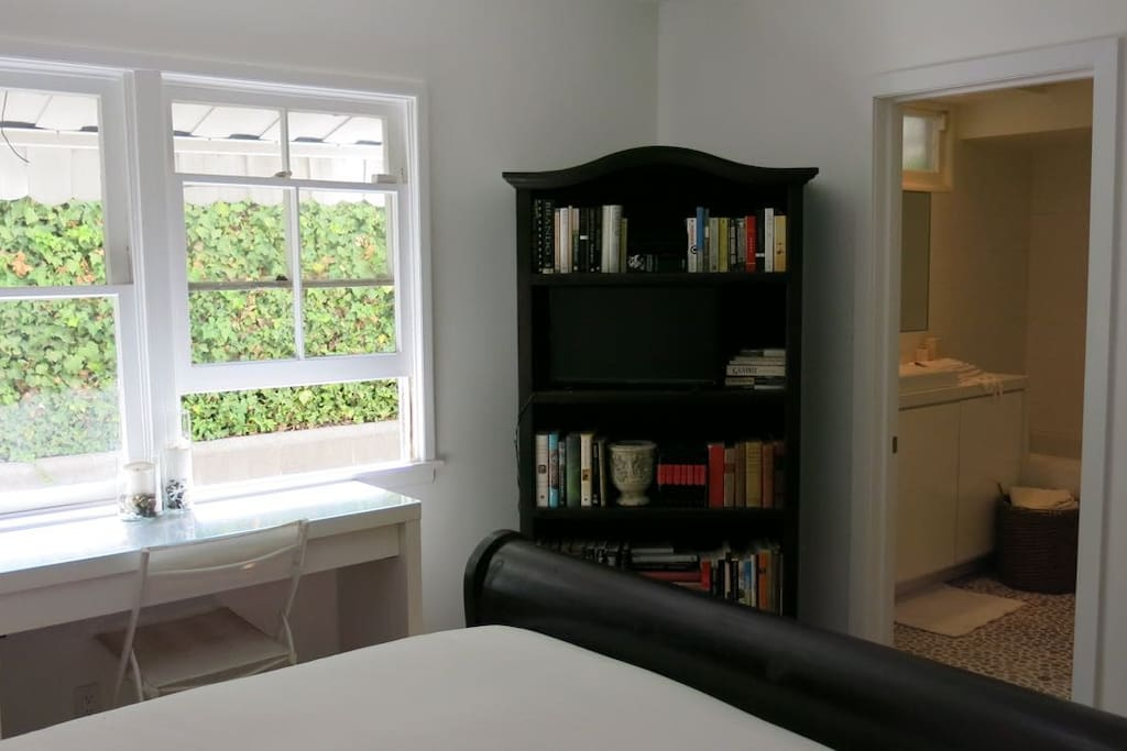 Double windows allow a comforting breezy. HD TV / Digital Cable on the bookshelf. Lots of interesting books to read.