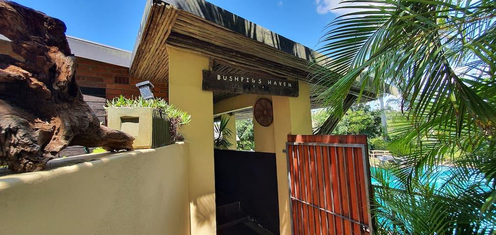 Bushpigs Haven /Manzini Chalets