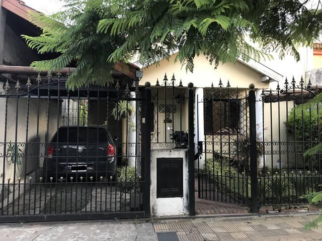Casa próxima al Hipódromo San Isidro