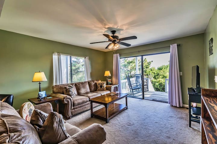 New! 3 Steps to Beach Path - Parking Included, Harbor Island 1st FL End Unit, Community Pool/Hot Tub