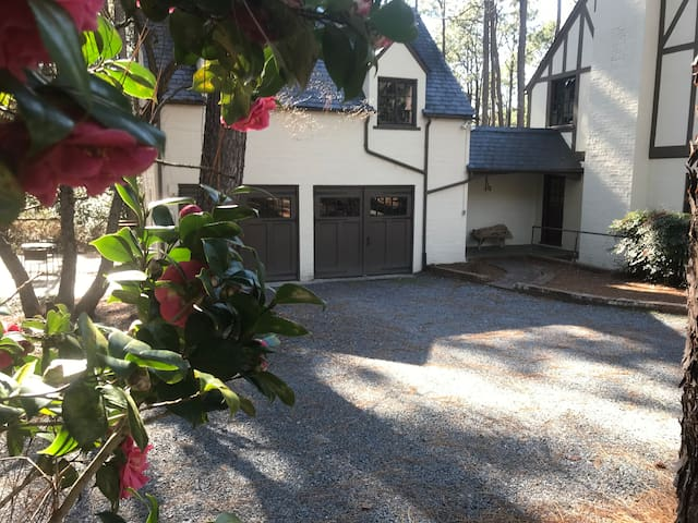 Updated 1921 Carriage House in Southern Pines