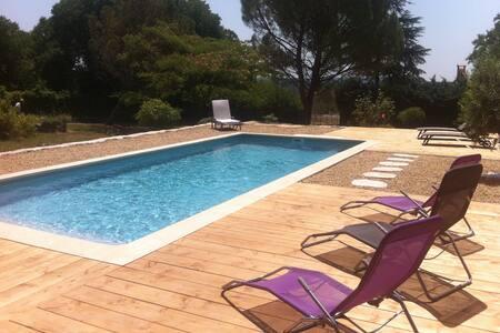 Charmantes Landhaus mit Pool - Corconne