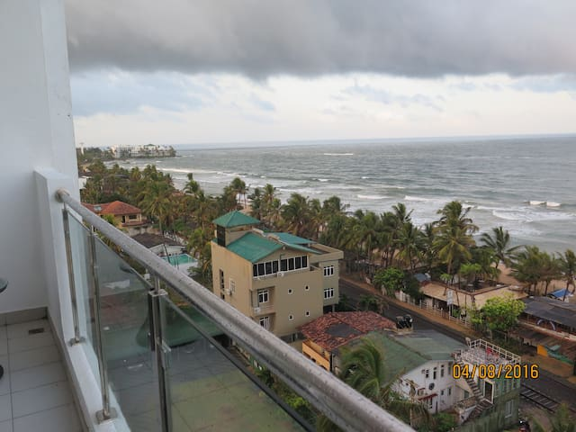 Heaven On Earth: oceanview apartment in Mt Lavinia