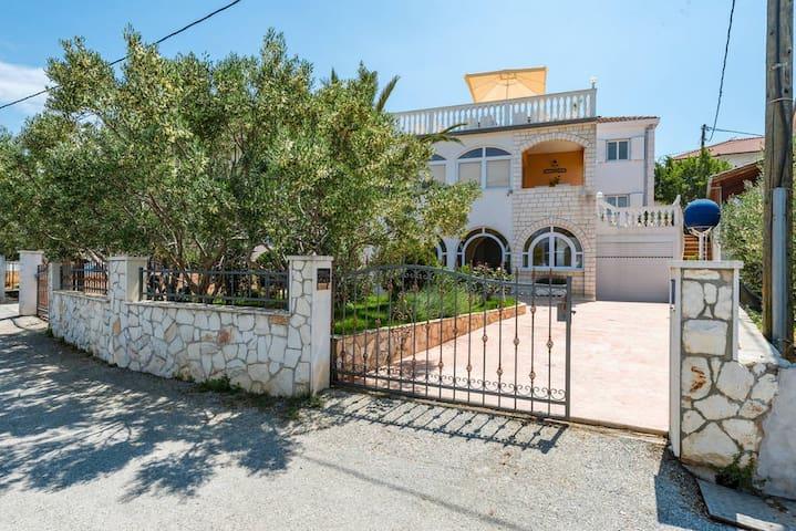 Villa Arany - Panorama Seaview Apartment