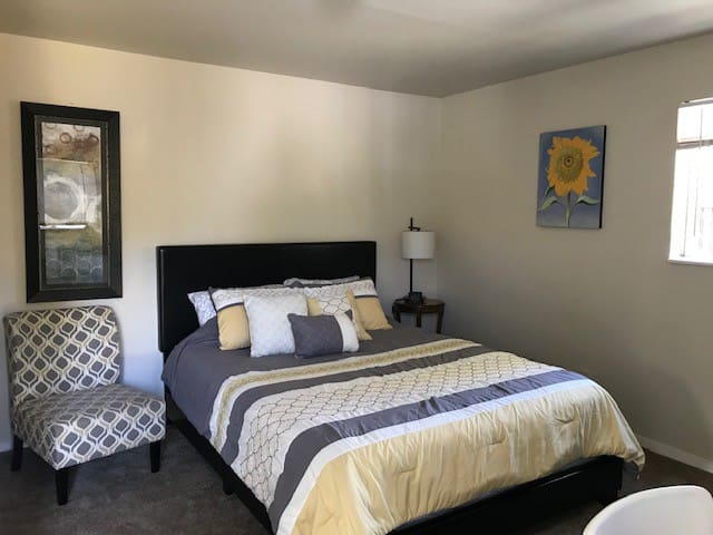 Private Burlingame Room Near Downtown & Airport