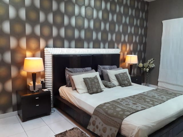 the best 5 stars stay ever in sharjah