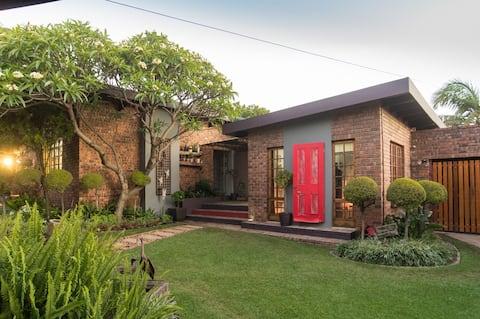 Red Door Guest House: Unit 2