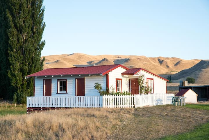 Rose Cottage in Poukawa, 3km off SH2 nr Hastings.