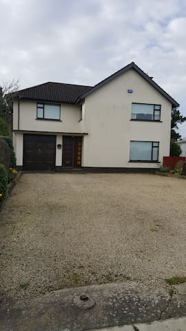Spacious 5 bedroom  detached  house in Wex town.