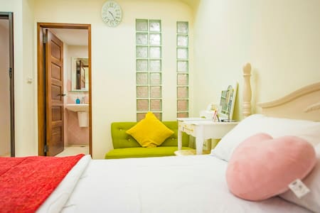 8 min. to MRT station & Hotspring SPA pool. - Apartamento