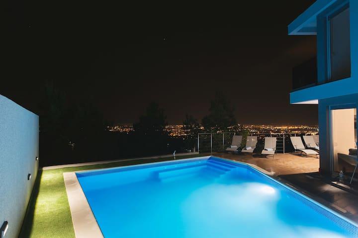 Sea,city, and mountain view 5 Star Villa Alfa