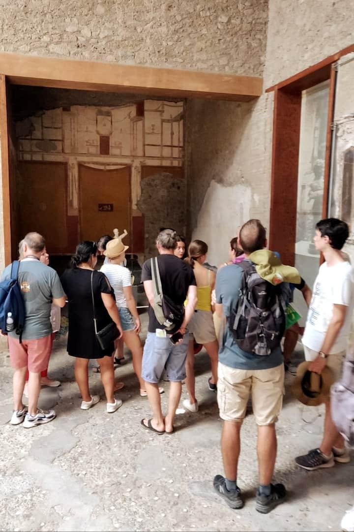 a group inn Pompeii