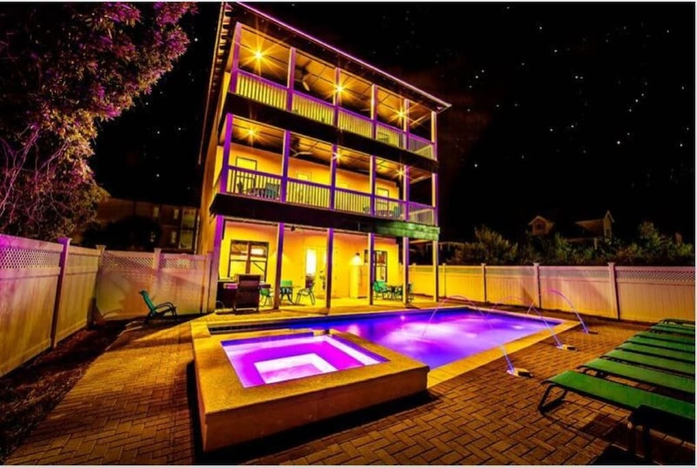 77 Sunset Private Pool and Hot Tub