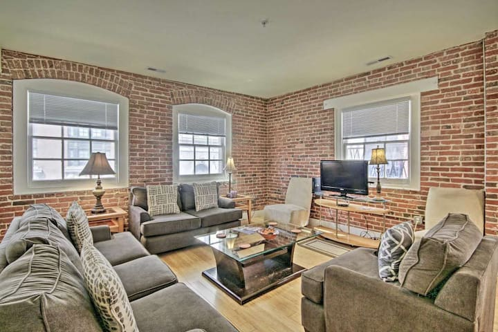 Large Penthouse in the heart of Baltimore Harbor
