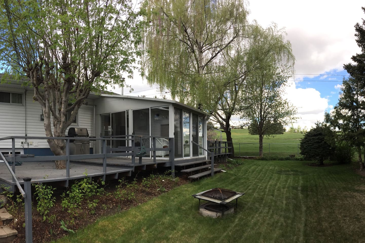 urban cottage w sunroom in woods bungalows for rent in calgary