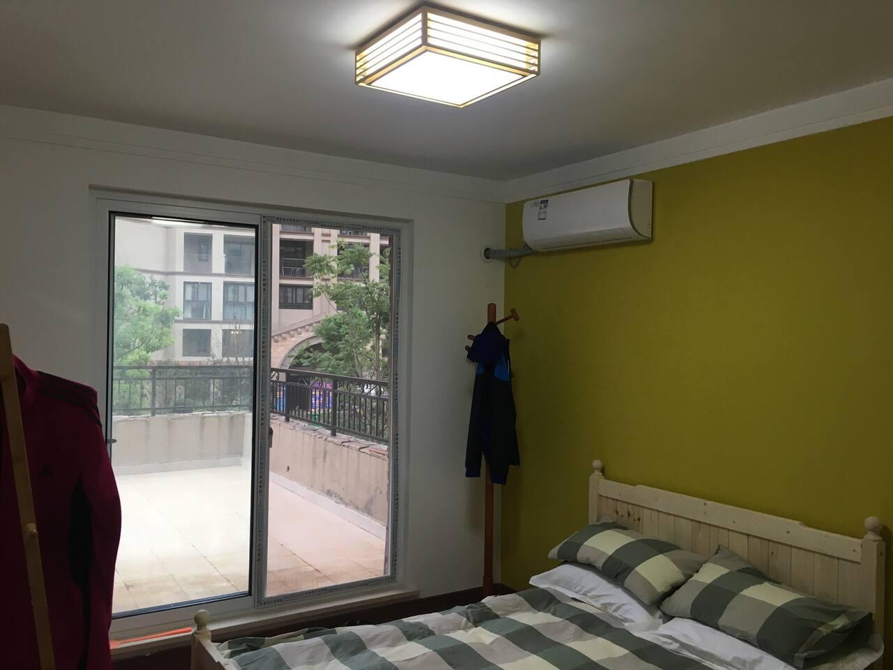 帶大露台和独立衛生間的臥室