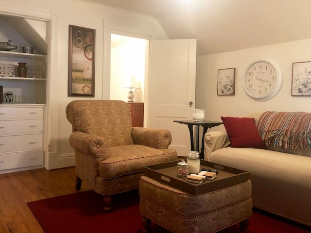 Adorable Apartment - Near Emma Willard, RPI, Troy