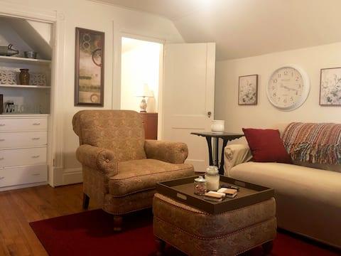 Adorable Apartment - Near Emma Willard, RPI, Troy